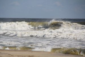 Strong Atlantic Ocean waves crash against the shore of Jacob Riis park in Queens on Sunday morning. (Avi Urbach)