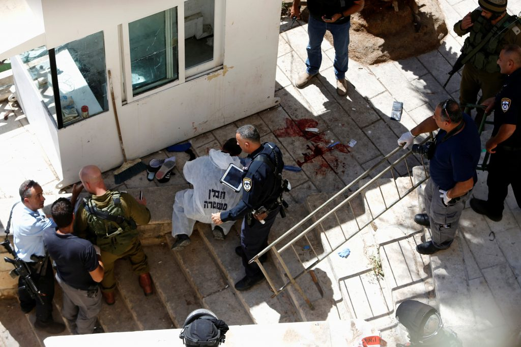 ATTENTION EDITORS - VISUAL COVERAGE OF SCENES OF INJURY OR DEATHIsraeli security forces gather at the scene of a stabbing attack in the West Bank city of Hebron September 19, 2016. REUTERS/Mussa Qawasma