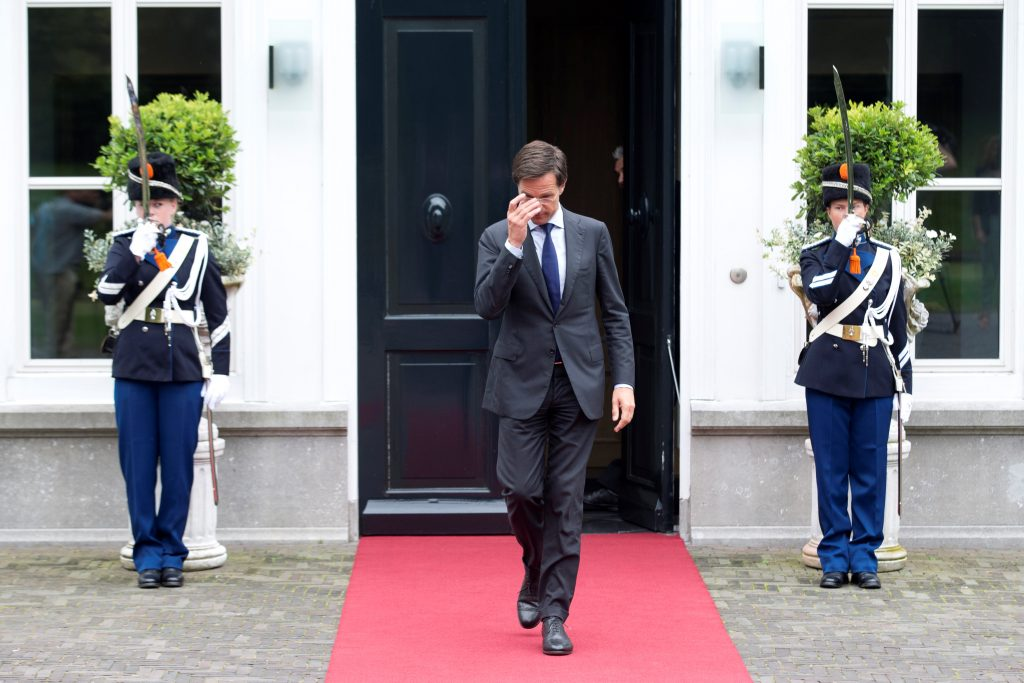 Dutch Prime Minister Mark Rutte waits for Israeli Prime Minister Benjamin Netanyahu in the Hague, the Netherlands, September 6, 2016. REUTERS/Evert-Jan Daniels FOR EDITORIAL USE ONLY. NO RESALES. NO ARCHIVES