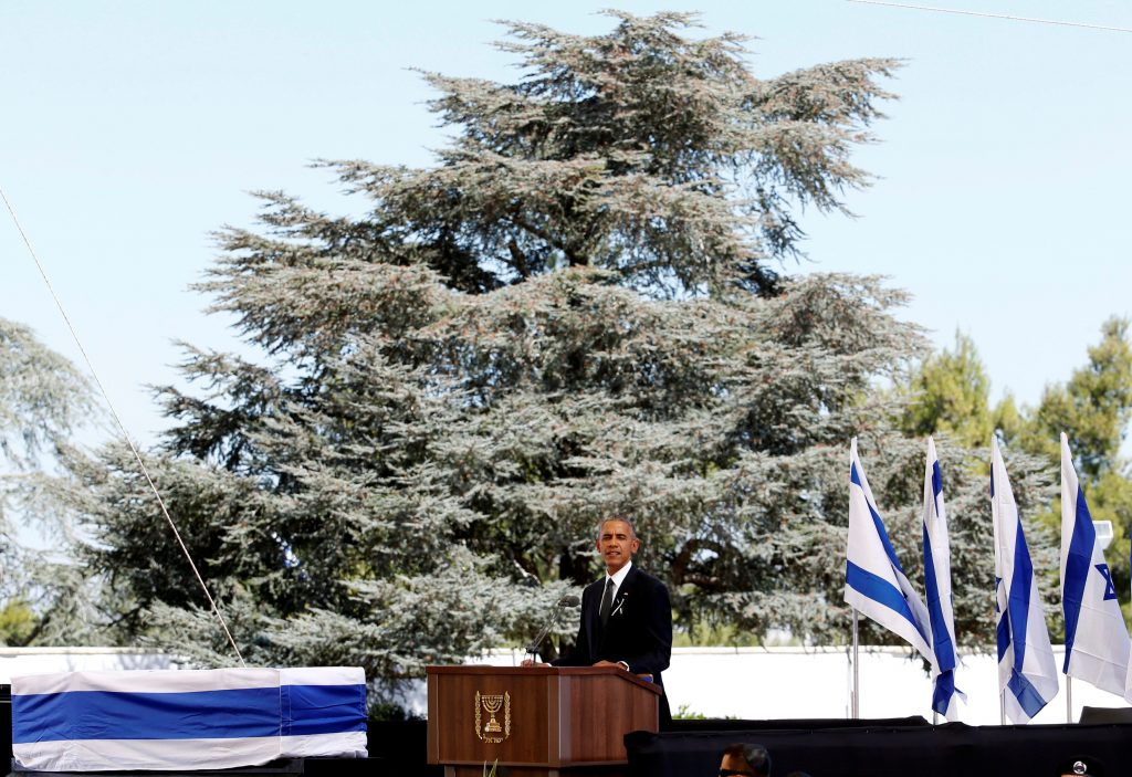U.S President Barack Obama eulogises former Israeli President Shimon Peres as his flag-draped coffin is seen nearby, during his funeral ceremony at Mount Herzl cemetery in Jerusalem September 30, 2016. REUTERS/Baz Ratner