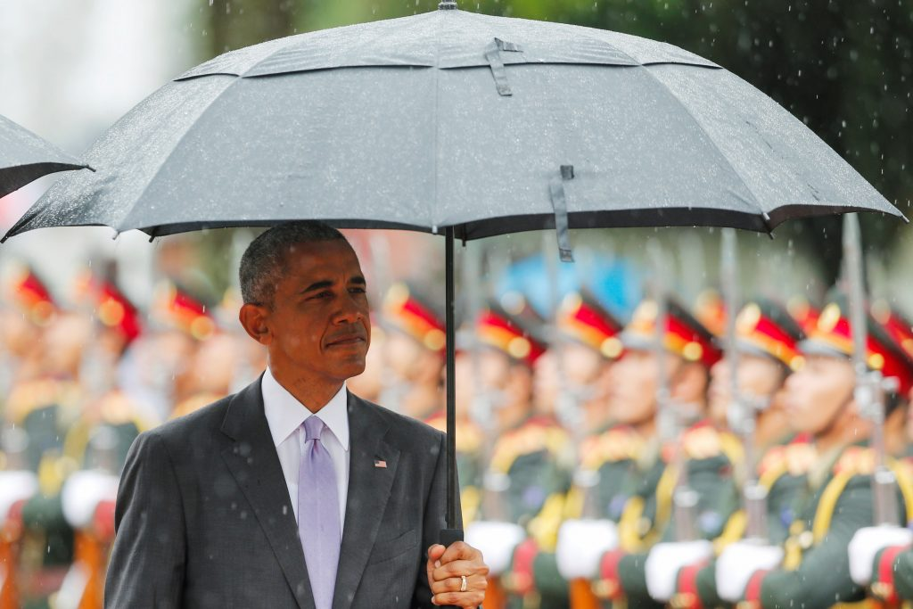 U.S. President Barack Obama reviews honour guard during a welcoming ceremony at the Presidential Palace in Vientiane, Laos September 6, 2016. REUTERS/Jorge Silva