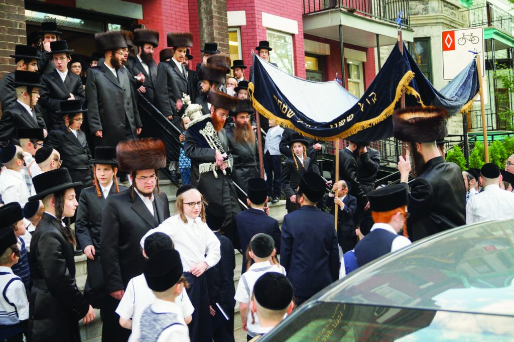 Belzer chassidim at Kvias Mezuzah and Hachnosos Sefer Torah (Yanky Pollak)