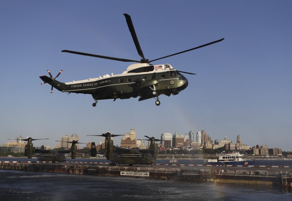 Marine One, with President Barack Obama aboard, arrives at the Wall Street landing zone in New York, N.Y., Tuesday, Sept. 13, 2016, en route to a Democratic Congressional Campaign Committee event. (AP Photo/Carolyn Kaster)
