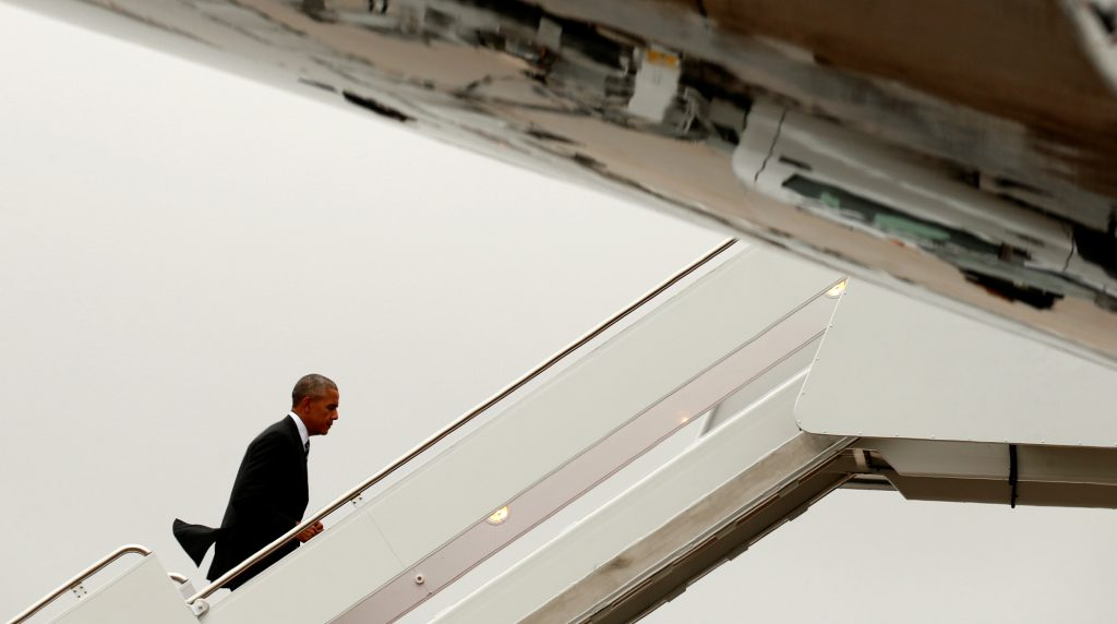 President Barack Obama boards Air Force One as he departs Joint Base Andrews in Washington, on his way to attend the funeral of Shimon Peres in Yerushalayim, Thursday. (Reuters/Yuri Gripas)