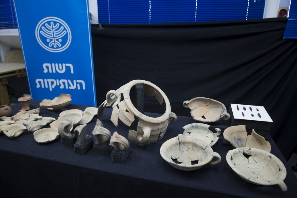 A display of the archaeological discoveries from Tel Lachish National Park, at the Israel Antiquities Authority offices in Yerushalayim, Wednesday. (Yonatan Sindel/Flash90)