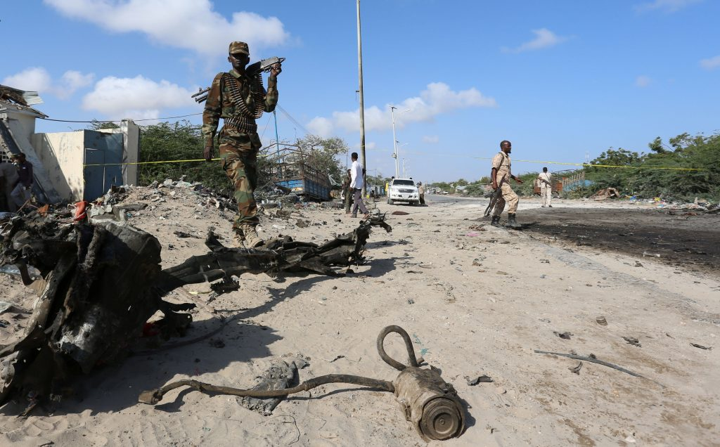 Somali soldiers inspect the scene of a suicide car bomb attack by al Shabaab in Somalia's capital Mogadishu, September 18, 2016. REUTERS/Feisal Omar