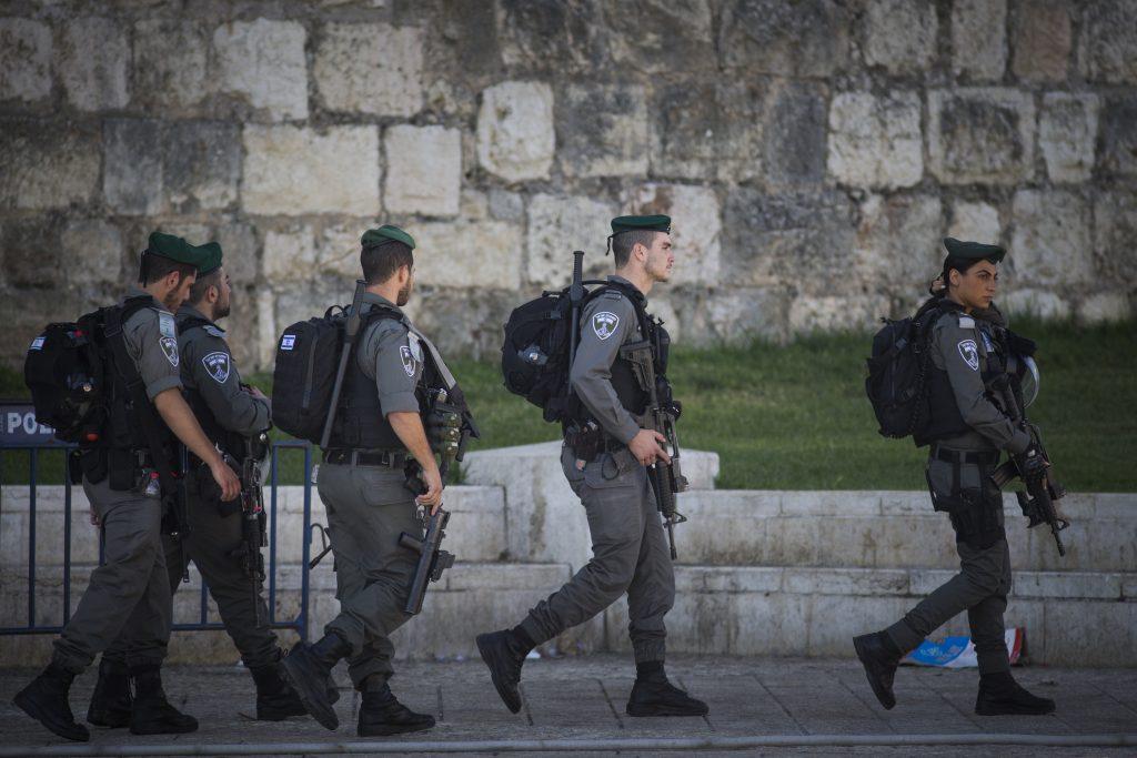 Israeli security forces patrolling outside the Old City of Yerushalayim. (Yonatan Sindel/Flash90)