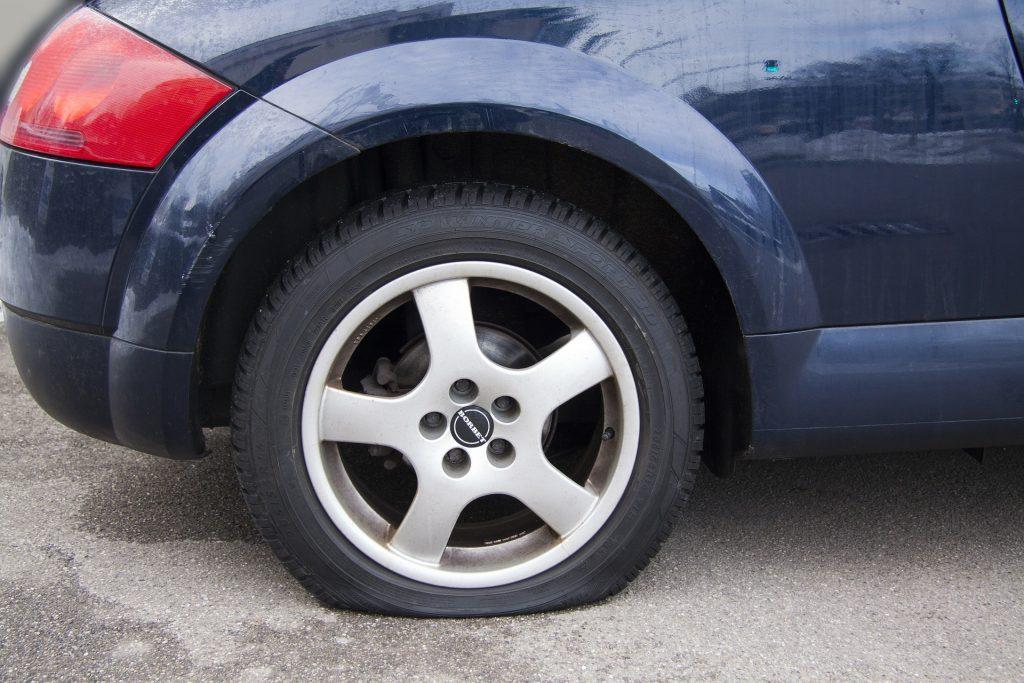 Flat Tire (Pixabay)