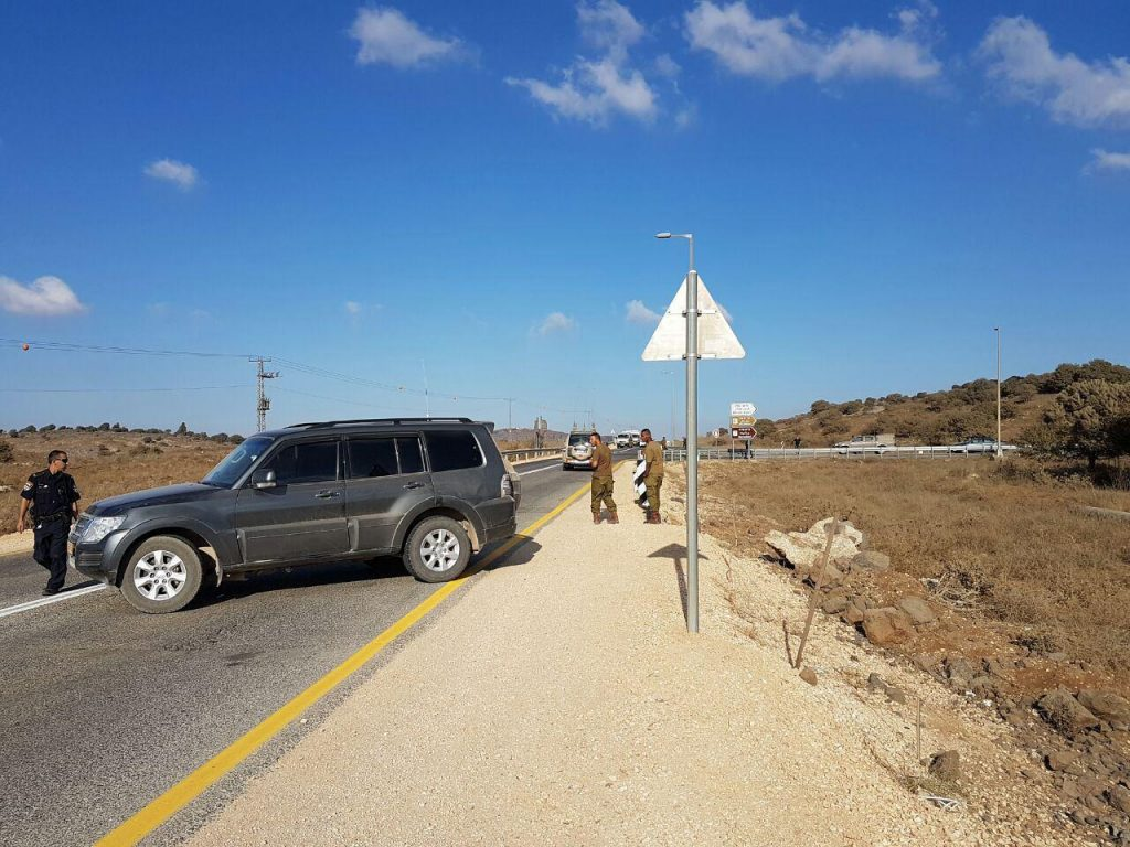 IDF soldiers at the site of the fall of the mortar in the Golan Heights. (TBM News)