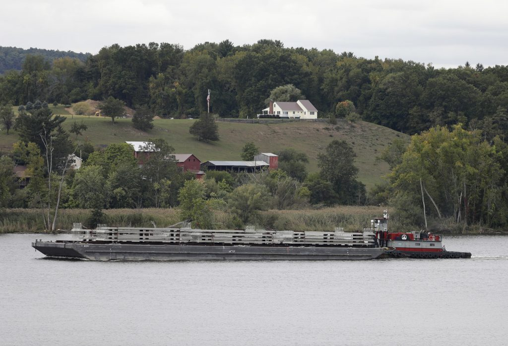 A tugboat and barge travel south on the Hudson River in Stuyvesant, N.Y. . (AP Photo/Mike Groll)