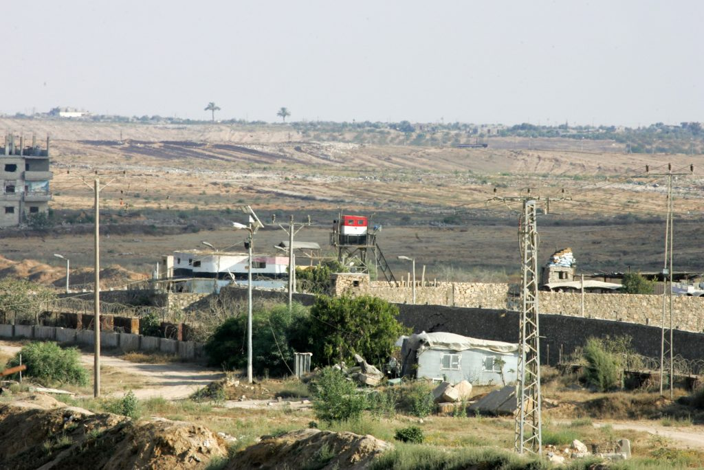 A Watchtower of the Egyptian army is seen a next to the border area of southern Gaza Strip with Egypt July 1, 2015. Islamic State militants launched a wide-scale coordinated assault on several military checkpoints in Egypt's North Sinai on Wednesday in which 50 people were killed, security sources said, the largest attack yet in the insurgency-hit province. Photo by Abed Rahim Khatib /Flash90 *** Local Caption *** âáåì ñéðé îöøéí ìçéîä ãòàù äøâ çééìéí òæä