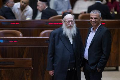 Finance Minister Moshe Kahlon speaks with Minister of Health Rabbi Yaakov Litzman (L). Photo by Yonatan Sindel/Flash90