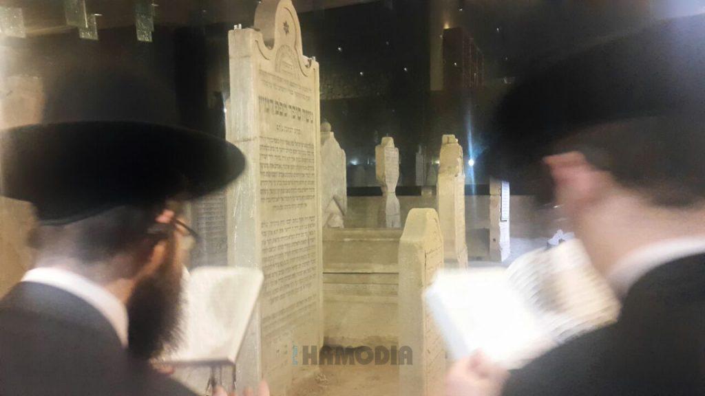 Tefillos at the kever of the Chasam Sofer, Thursday. (Hamodia)