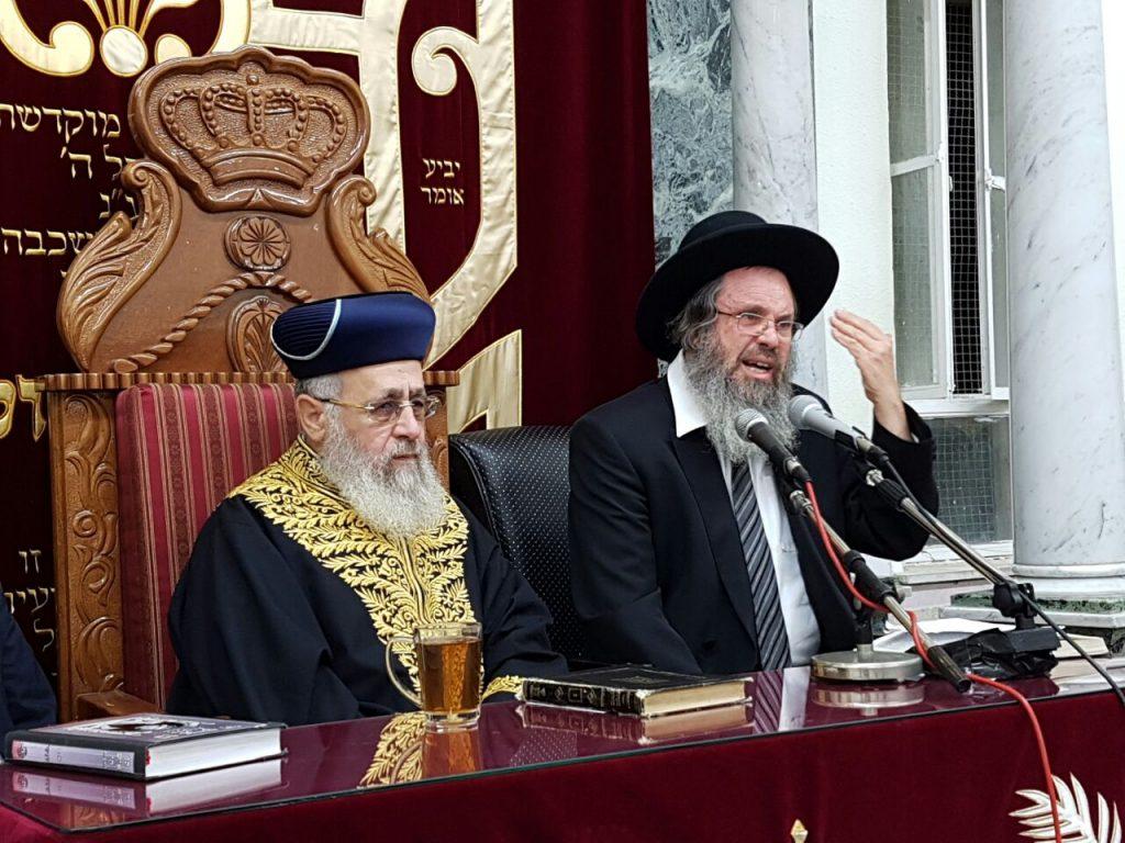"Hagaon Harav Dovid Cohen, Rosh Yeshivah, Yeshivas Chevron, delivers a shiur in the Yazdim shul on Motzoei Shabbos, ahead of the yahrtzeit of Harav Ovadia Yosef, zt""l. Also seen, Sefardic Chief Rabbi Harav Yitzchak Yosef. (Yaakov Cohen)"