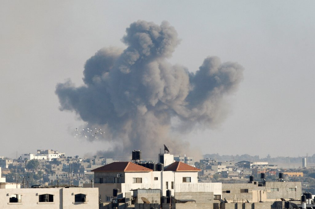 Smoke rises following what witnesses said was an Israeli air strike, east of Gaza City October 5, 2016. REUTERS/Ahmed Zakot