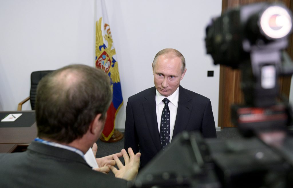 Russian President Vladimir Putin gives an interview to French television TF1 in Kovrov in Vladimir region, Russia, October 11, 2016. Picture taken October 11, 2016. Sputnik/Kremlin/Alexei Nikolskyi via REUTERS ATTENTION EDITORS - THIS IMAGE WAS PROVIDED BY A THIRD PARTY. EDITORIAL USE ONLY. TPX IMAGES OF THE DAY