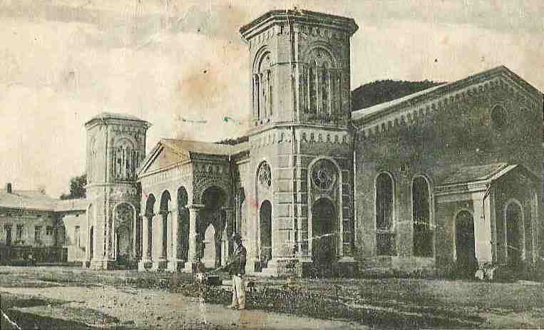 An image of the original Vizhnitz shul in the town of Vyzhnitza