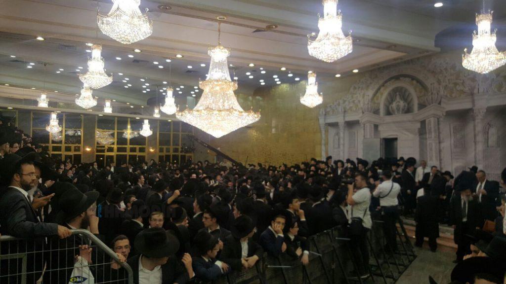 The crowd at the hachnasas sefer Torah Wednesday night. (Chadashot24)