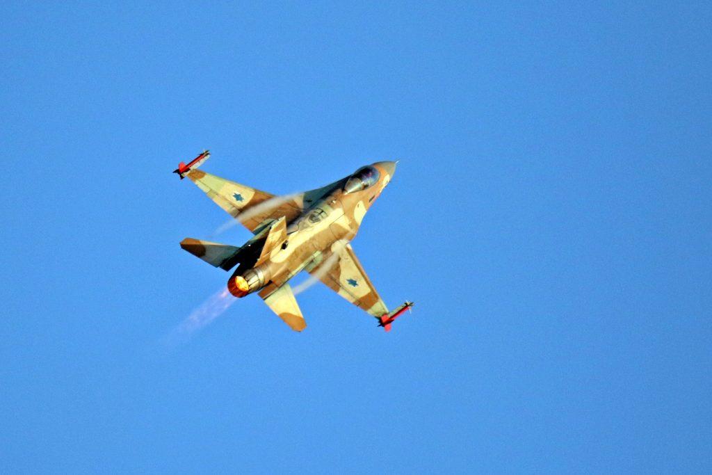 An Israel Air Force Netz F-16, December 31, 2015. (Ofer Zidon/Flash90)