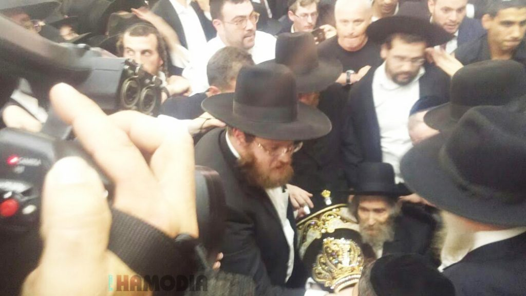 Hagaon Harav Aharon Leib Steinman, shlita, at the hachnasas sefer Torah Wednesday night. (Chadashot24)