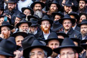 Rabbi Mendel Alperowitz, center, pictured among thousands of other Chabad shluchim at the 2016 Kinus Hashluchim. (Eliyahu Parypa/Chabad.org)