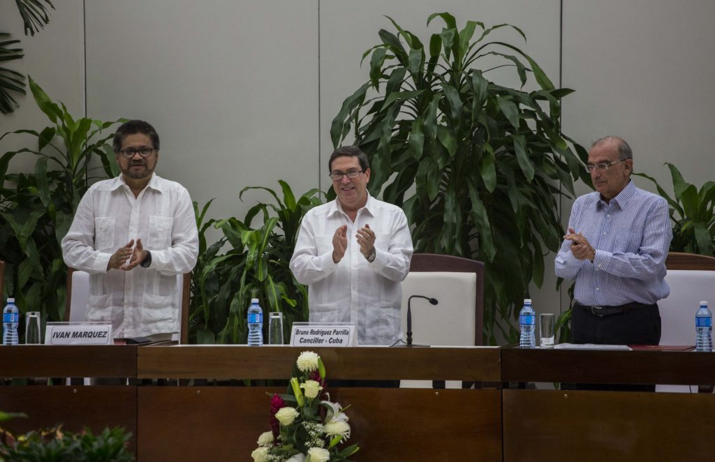 Colombias Government Rebels Sign Modified Peace Agreement Jewish