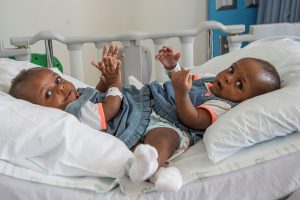 Miracle and Testimony Ayeni, at Le Bonheur Children's Hospital before being separated. (Lisa W. Buser/Le Bonheur Children's Hospital via AP)