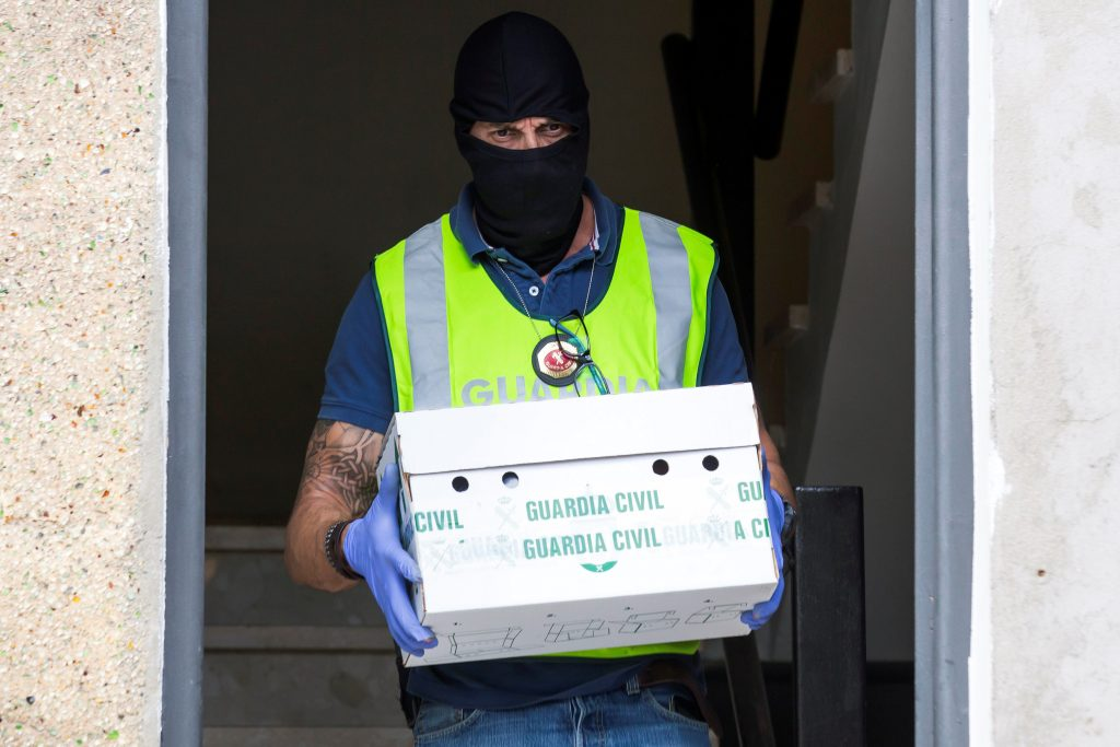 A Spanish civil guard carries a box from the house of a man detained on suspicion of belonging to Islamic State in Vecindario, in the Canary Island of Gran Canaria, Spain, November 27, 2016. REUTERS/Borja Suarez