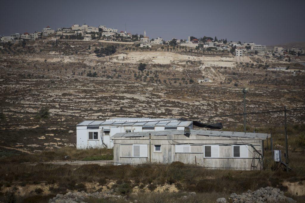View of the caravan homes in the Amona Jewish outpost in the West Bank, on July 28, 2016. The Supreme Court issued an order to evacuate the community on grounds that it is located on private Palestinian land. Photo by Hadas Parush/FLASH90 *** Local Caption *** îàçæ äúðçìåú òîåðä äâãä äîòøáéú îèä áðéîéï