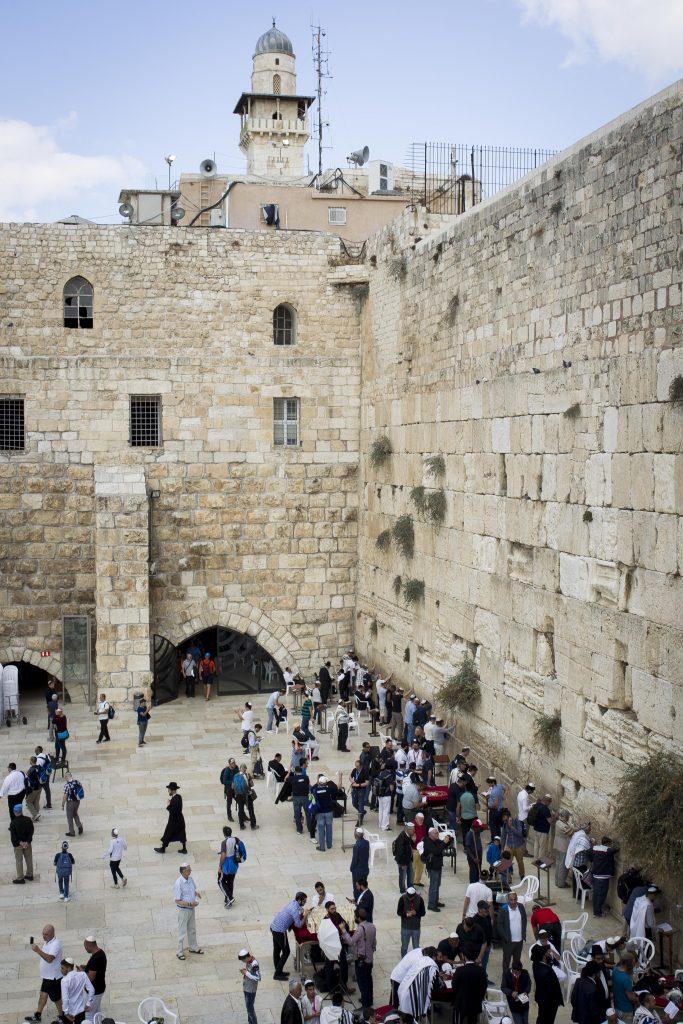 Jewish worshipers seen at the Westren Wall, Judaism's holiest prayer site in the Old City of Jerusalem, November 2, 2016. (Sebi Berens/Flash90)