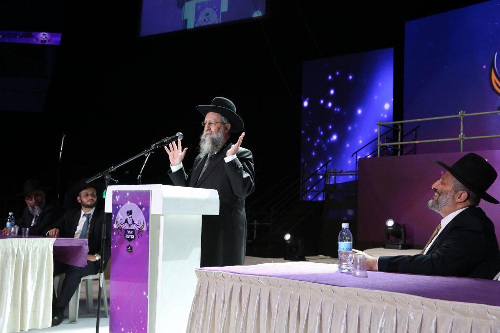 Rabbi David Yosef speaks during the conference for women of the Biblical Education Authority at the Arena in Jerusalem, on November 3, 2016. Photo by Yaakov Cohen/Flash90 *** Local Caption *** ëðñ áðåú øùú äçéðåê äúåøðé äéåí á àøðä éøåùìéí àøéä ãøòé ãåéã éåñó òãéðä áø ùìåí