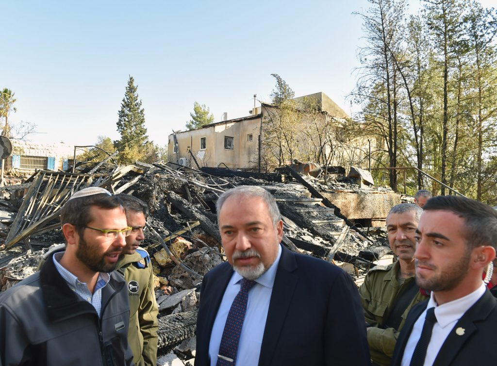 Israeli minister of Defense Avigdor Liberman (C) visits in Halamish, where a wildfire broke out over the weekend, November 27, 2016. Photo by Ariel Hermoni/Ministry of Defense *** Local Caption *** שריפה יער יערות עצים קוצים חלמיש התנחלות אביגדור ליברמן שר הביטחון