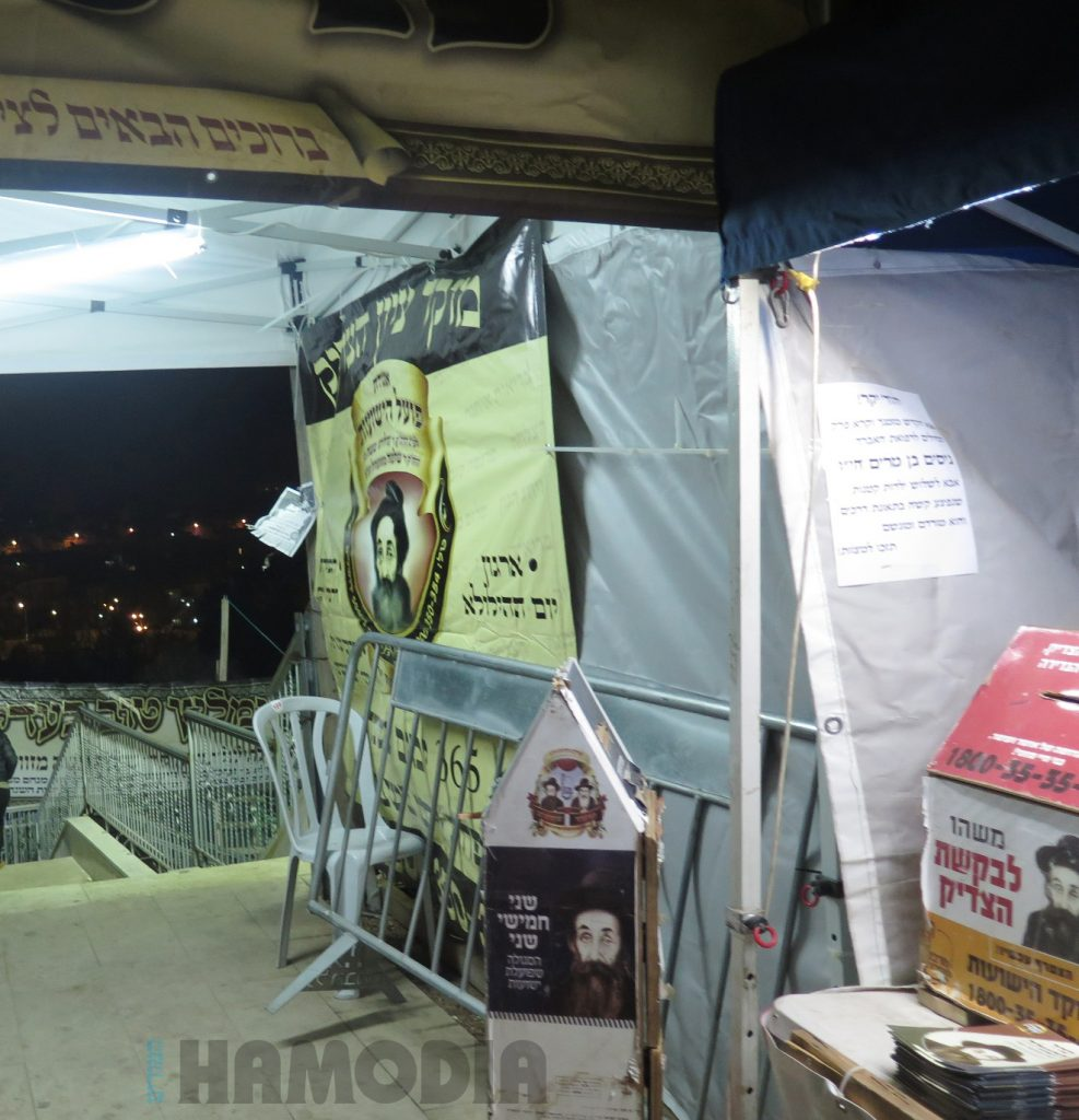 The kever of Harav Gedalia Moshe of Zhvill was prepared for the thousands who flocked there for the yahrtzeit. (JDN)