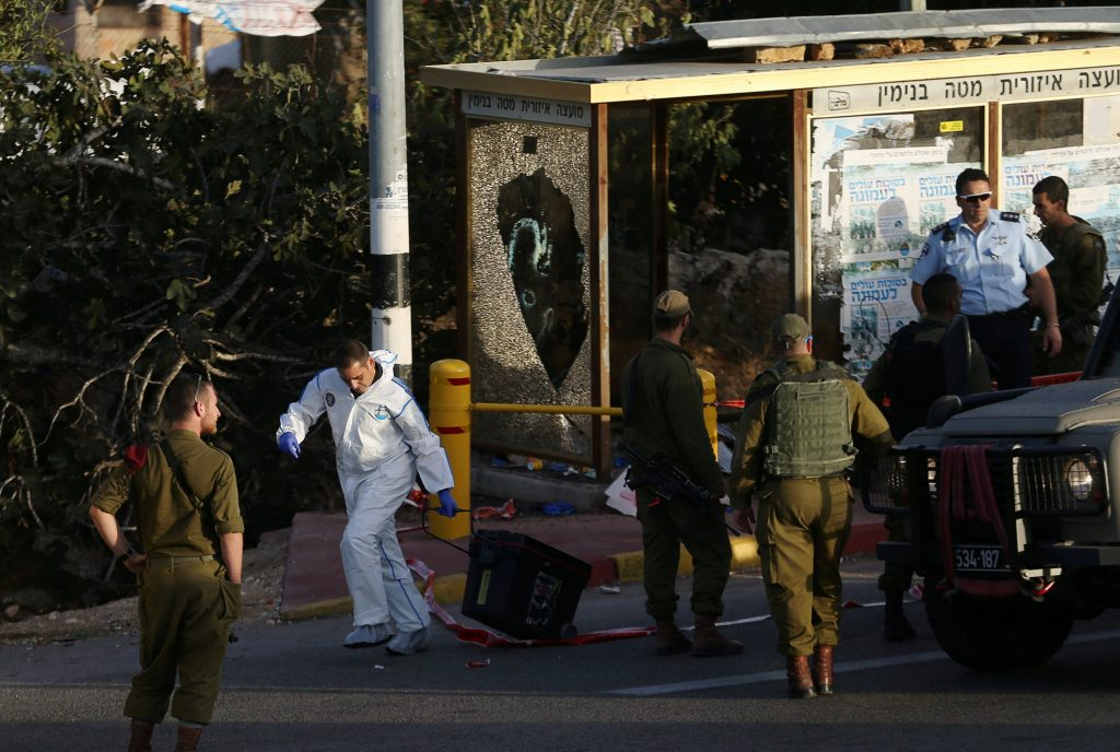 Israeli security forces gather at the scene where a Palestinian, who the Israeli military said tried to stab a soldier, was shot dead by Israeli troops near the Jewish settlement of Ofra near the West Bank city of Ramallah November 3, 2016. REUTERS/Mohamad Torokman