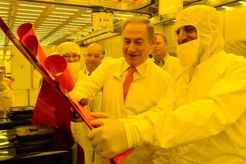 Israeli Prime Minister Binyamin Netanyahu at Intel's Kiryat Gat plant Monday. (Kobi Gideon/GPO)