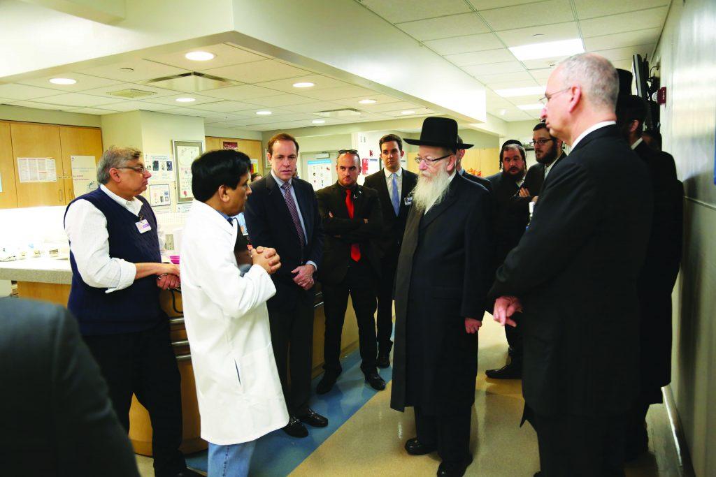 Israeli Health Minister Rabbi Yaakov Litzman on Sunday visiting Mount Sinai Hospital with state Health Commissioner Howard Zucker. (Hamodia Photo)