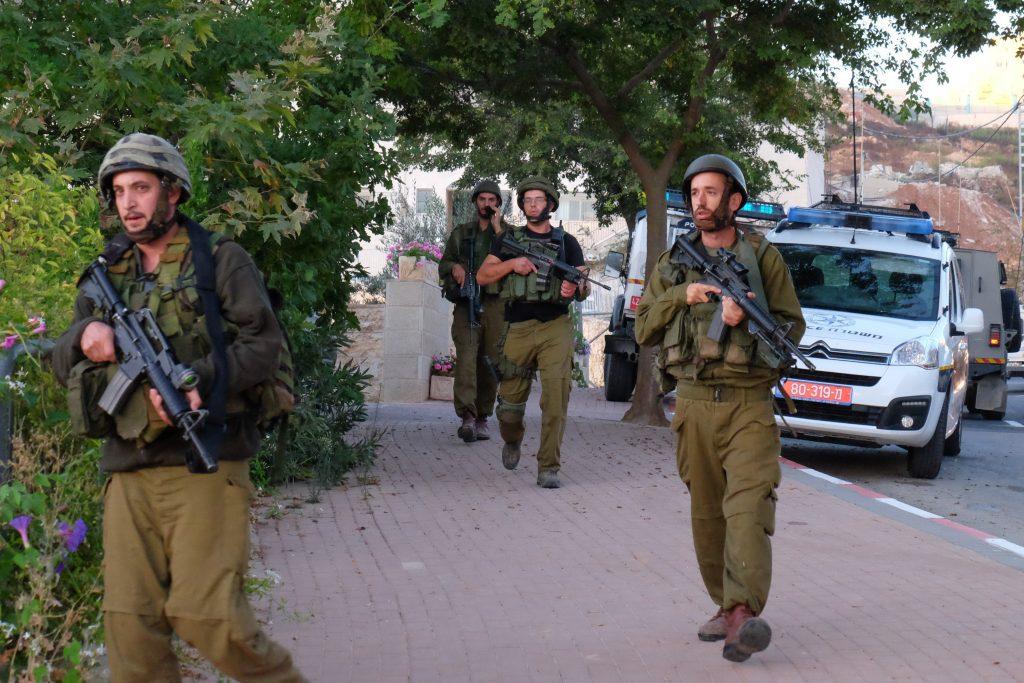 Israeli soldiers on a manhunt following a terrorist attack in Efrat in Septemmber. (Gerson Elinson/Flash90)