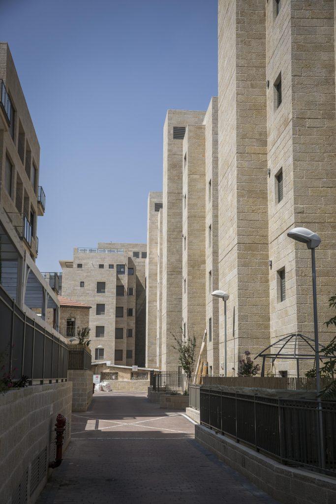 New apartment buildings in the chareidi neighborhood of Arzei Habirah in Yerushalayim. (Hadas Parush/Flash90)