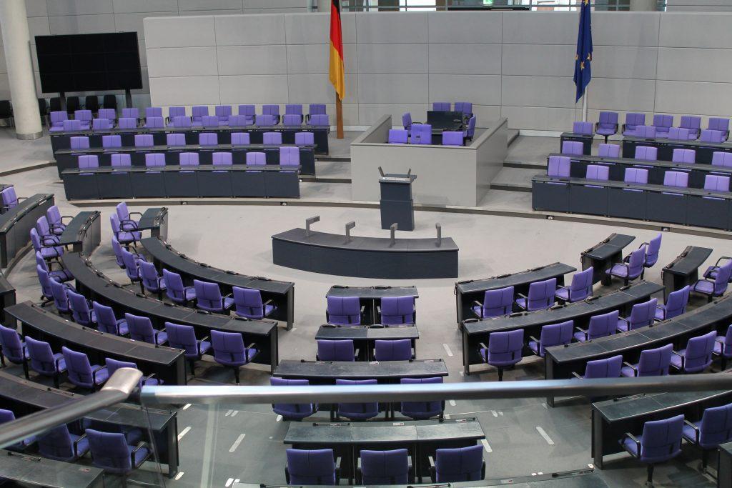 Plenary chamber of the German parliament (Deutscher Bundestag) in the Reichstag building in Berlin. (Pixabay)