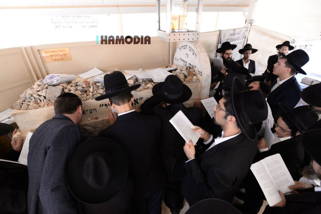 A view of the crowd at the kever on Thursday. (JDN)