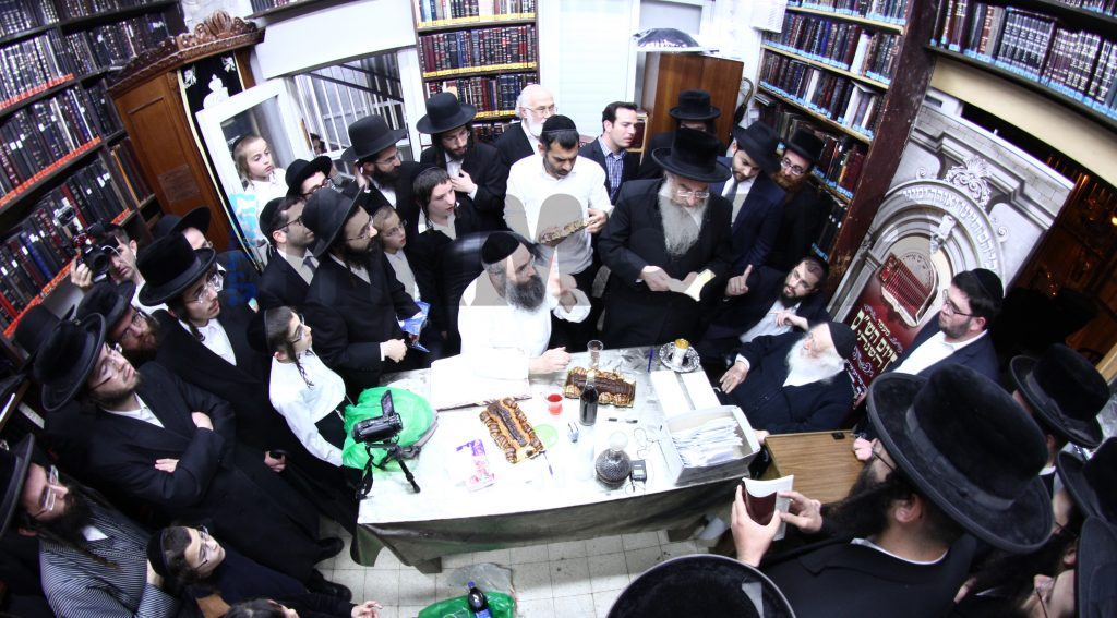 Members of Shas Yiden Kollel, who finish every years the whole of Shas including chazaros, at their siyum in the home of Rav Chaim Kanievsky, after being tested by the Rav.