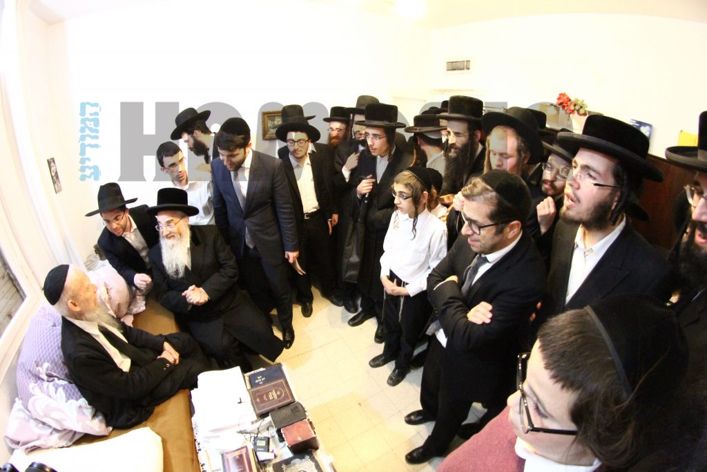 At the home of Harav Gershon Eidelstein, Rosh Yeshivah, Yeshivas Ponevezh. (JDN)