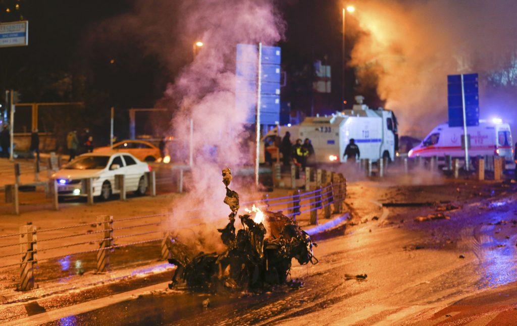 Police arrive at the site of an explosion in central Istanbul on Saturday night. (Reuters/Murad Sezer)