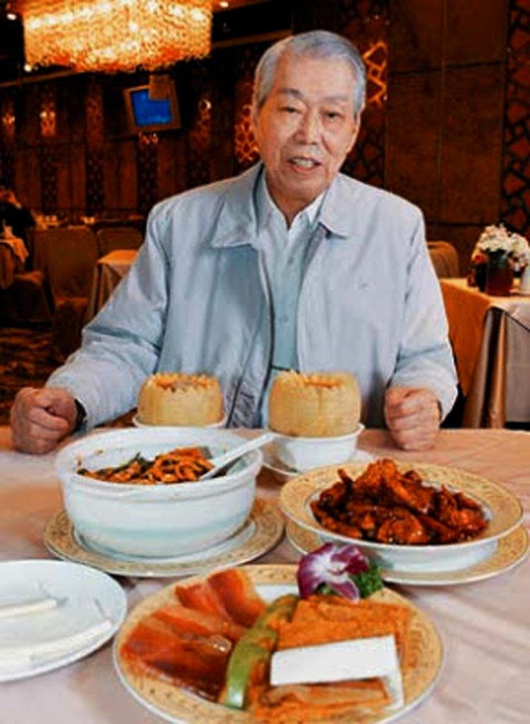 Chef Peng Chang-kuei in his restaurant Peng's Garden in Taipei, Tawain, in 2008. (Chiang-Zhong Su/United Daily News/World Journal via AP )
