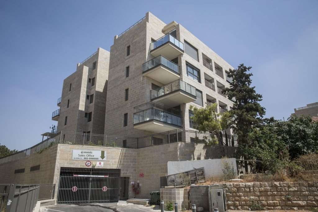 New apartment buildings in the Maalot Dafna neighborhood of Yerushalayim. (Hadas Parush/Flash90)