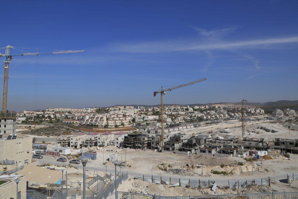 A General View of a construction sites for new Ultra orthodox neighborhoods in Beit Shemesh, on November 8, 2016. Photo by Yaakov Lederman/Flash90 *** Local Caption *** בית שמש חרדי בנייה חדשה בניניים דירות בתים
