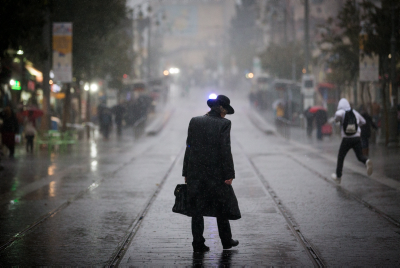 People walk in the rain on Jaffa street in downtown Jerusalem on December 1, 2016, as the first rain storm hits the country. Photo by Yonatan Sindel/Flash90 *** Local Caption *** ??? ??????? ??? ???? ???? ???? ??? ???? ????