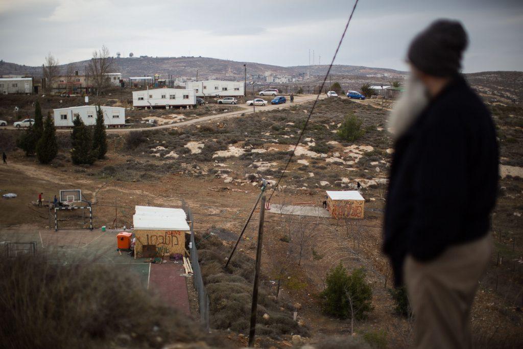 Jewish supporters prepare to resist the evacuation of Amona in the West Bank, on December 16, 2016, after the residents voted against a peaceful evacuation. Amona is an illegal Jewish settlement on private Palestinian owned land and is set to be evacuated. Photo by Hadas Parush/Flash90 *** Local Caption *** áðééä òîåðä ôéðåé äúðçìåú éäåãéí öòéøéí áåðéí