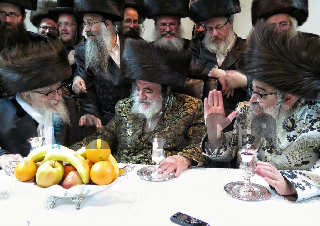 The Rebbes of Skver and Satmar, shlita, paid a return visit to their brother-in-law, the Vizhnitzer Rebbe from Eretz Yisrael, who is currently visiting in the United States to fund raise for Vizhnitz mosdos in Eretz Yisrael. The Rebbes discussed divrei Torah and sipurei tzaddikim. The Vizhnitzer Rebbe from Eretz Yisrael spent last Shabbos in the court of his uncle, the Vizhnitzer Rebbe, shlita, in Monsey. (JDN)