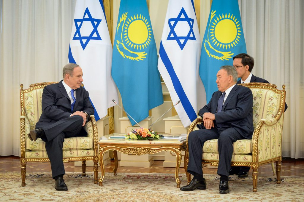 Prime Minister Binyamin Netanyahu (L) meets with Kazakhstan President Nursultan Nazarbayev at the President's Palace in Astana on Wednesday. (Haim Zach/GPO)
